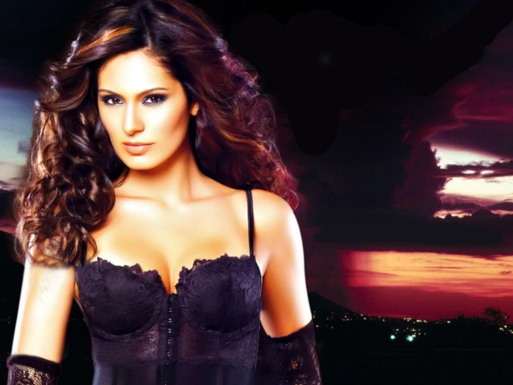 10 hottest Item Girls of Bollywood- Bruna Abdullah